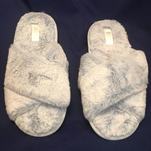 PINK Victoria's Secret Sz L Soft Fluffy Slippers
